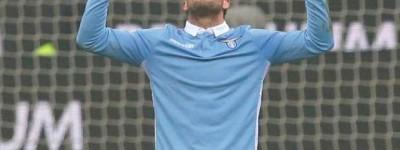 Com gol de um brasileiro e expulsão de outro Lázio vence Inter e segue na copa Itália
