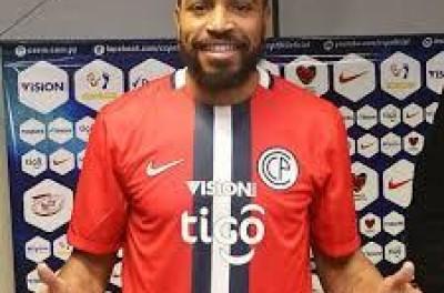 Lateral ex-São Paulo e atualmente no Paraguay anda incomodando equipe grande do Brasil