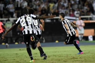 Botafogo sofre mais inicia bem a fase de grupo da libertadores e bate o time do papa !