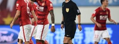 Paulinho faz 2 e ganha de Renato augusto mostra que futebol chinês está em outro patamar