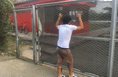 ''Constrangimento ''Brasileiro é Barrado na porta do clube quando chega para treinar !