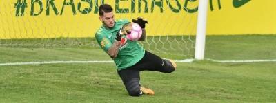 'Coisas que só o futebol proporciona' Após ter chorado dispensa goleiro é ídolo na Europa