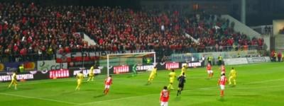 Com 2 gols do brasileiro Jonas Benfica vence fácil e consolida boa fase no Português !