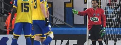 Dani Alves ataca de goleiro , vai bem e diz ' Até o Pelé foi para o gol porque eu não ?'