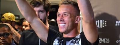 Joia do Grêmio vendido a peso de ouro ao Barça atrai Multidão em Shopping para coletiva !