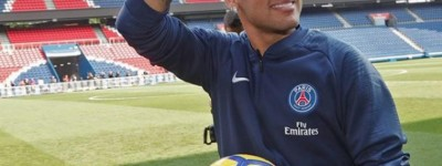 Em fase final de recuperação de lesão Neymar fez seu primeiro tempo com bola em Paris !