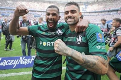 Em sua primeira temporada no polonês Brasileiro ex-Palmeiras sagra-se Campeão !
