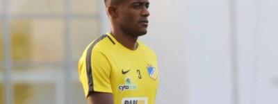 Os brasileiros Caju e Léo Natel, recém-contratados querem estrear na bem na Champions !