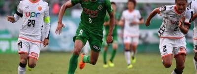 Um dos principais destaques do clube japonês o Brasileiro Douglas Viera quer o acesso !