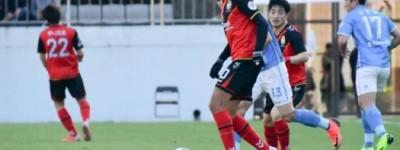 Brasileiros Levam o modesto, Gyeongnam, recém-promovido ao segundo lugar no Coreano