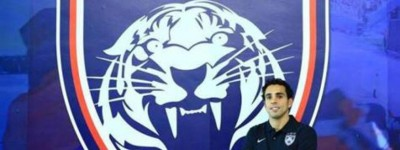 Tratado como estrela no futebol asiático, o atacante Diogo está de casa nova na Asia !