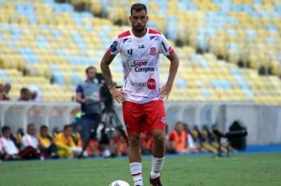 Brasileiro do Bangu fechou com futebol da Malásia e não fica para o resto do estadual !