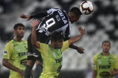 Em noite chuvosa Botafogo vence primeira na Sul-Americana diante do Defensa y Justicia