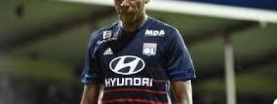 Olympique acaba com invencibilidade do líder do Campeonato Francês e brasileiro é destaque