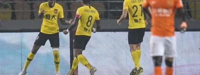 Brasileiro Anderson Talisca voltou a entrar em campo  após quatro jogos fora tratando