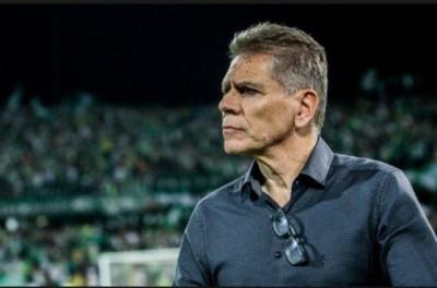 Treinador Brasileiro não resistiu a goleada sofrida diante do Fluminense e pede pra sair !