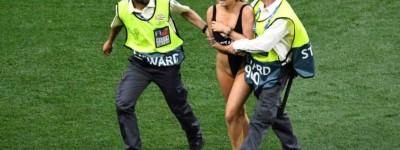 'Sem regras' Final em Madrid e título do Liverpool é ofuscada por mulher nua em campo !