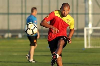 Brasileiro Ex-Corinthians, Kadu mira retorno ao Brasil após 'fazer história' na Turquia !