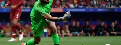 Brasileiro do Liverpool celebra boa atuação e primeira vitória contra o Manchester City