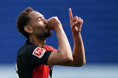 Brasileiro volta à ativa no Alemão e faz golaço que pode ser o mai bonito do campeonato !