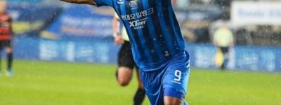 Brasileiro do Ulsan é o goleador do Campeonato Coreano, primeiro a ter jogos após a parada