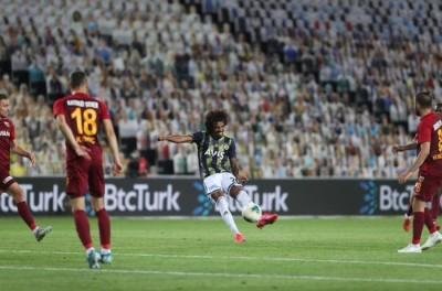 Brasileiro marca golaço no fim e Fenerbahçe consegue virada incrível em volta do Turco !