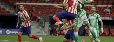 Atlético de Madrid vence o Bétis com gol de Brasileiro e garante vaga na Champions!