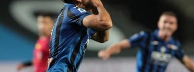 Brasileiro Rafael Tolói marca um dos gols na vitória do Atalanta sobre a Sampdoria