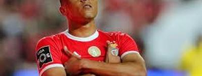Com ajuda importante de Brasileiro Benfica e mantém fio de esperança no Português !