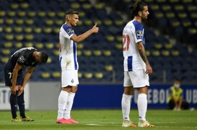 Com gols de brasileiros , Porto goleia o Belenenses e mantém vantagem no Português