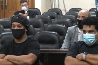 Após quase seis meses presos,ex-jogador brasileiro e seu irmão  pagam R$ 1,1 milhão e saem