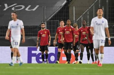 Brasileiro marca de pênalti na prorrogação, United vence e avança na Liga Europa