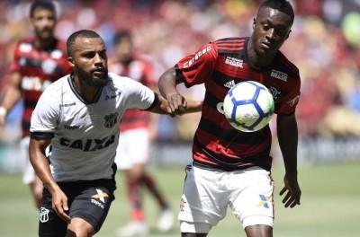 Coxa tenta empréstimo de Brasileiro diante do Manchester City, mas esbarra em valores