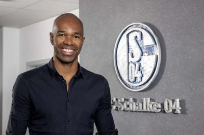 Em má fase Schalke anuncia novo treinador e ex-zagueiro brasileiro para comissão técnica !