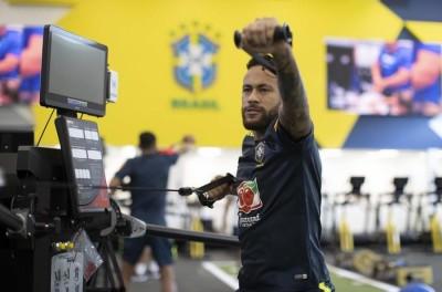 Dúvida contra a Bolívia, Neymar pode igualar Ronaldo em gols pela Seleção