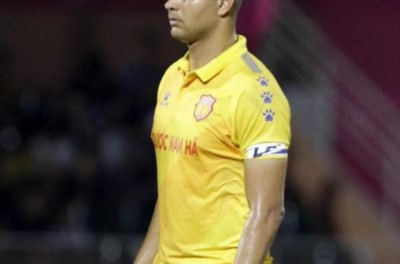 Zagueiro Brasileiro ajuda equipe a se manter na elite do futebol do Vietnã !