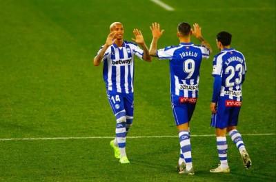 Brasileiro comemora primeiro gol no Campeonato Espanhol: