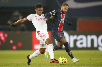 Técnico do Lyon denuncia ameaças de morte a Thiago Mendes por falta em Neymar