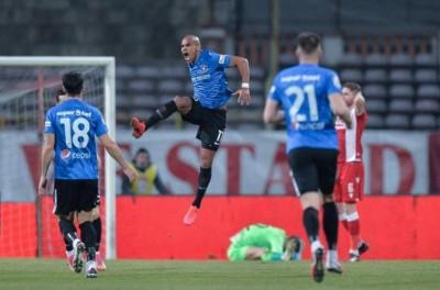 Brasileiro busca marcar mais um gol por meta e projeta última rodada da elite romena