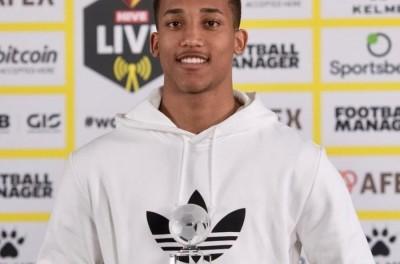 Brasileiro ex-Fluminense, renova contrato com o Watford até junho de 2027 !