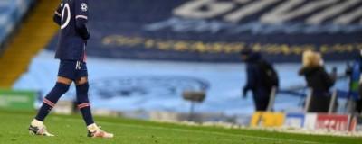 ''Indignado'' Neymar leva amarelo com 4  em campo e diz: 'Obrigado por me tirar da final''