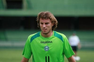 'Respeito'Zagueiro brasileiro é liberado por clube Português para se aposentar no Brasil !