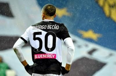Zagueiro Brasileiro analisa temporada que passou e diz ''ainda posso brilhar na Europa ''