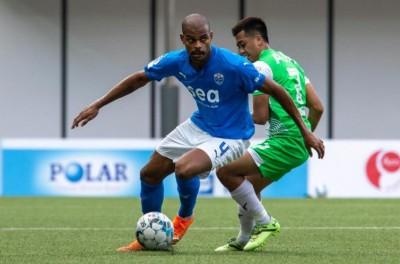 Zagueiro brasileiro destaque em Singapura comenta sobre carreira internacional