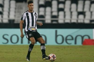 Botafogo negocia ida de uma de suas joias de 19 anos ao Brugge, por valores astronômicos