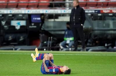 Meia Brasileiro do Barcelona ,se recupera de lesão no Brasil com futuro em aberto !