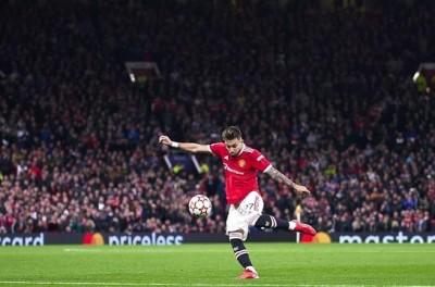 Brasileiro faz golaço, Cristiano Ronaldo marca no fim, e United vence na Champions !