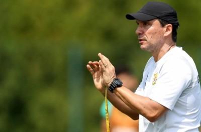 Treinador Brasileiro estreia vitoriosa no Catar e enfatiza projeto pessoal no exterior