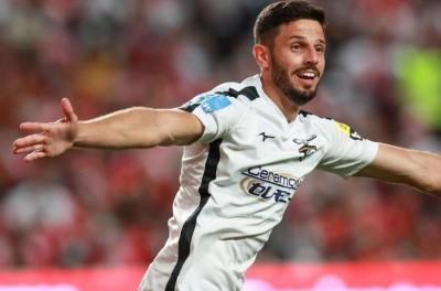 Brasileiro comemora gol que parou série invicta do Benfica e diz